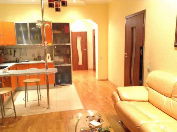 Продам 3 квартиру ул.Баумана, 10, Бабушкинский р-н, Днепр (Днепропетровск), Центр