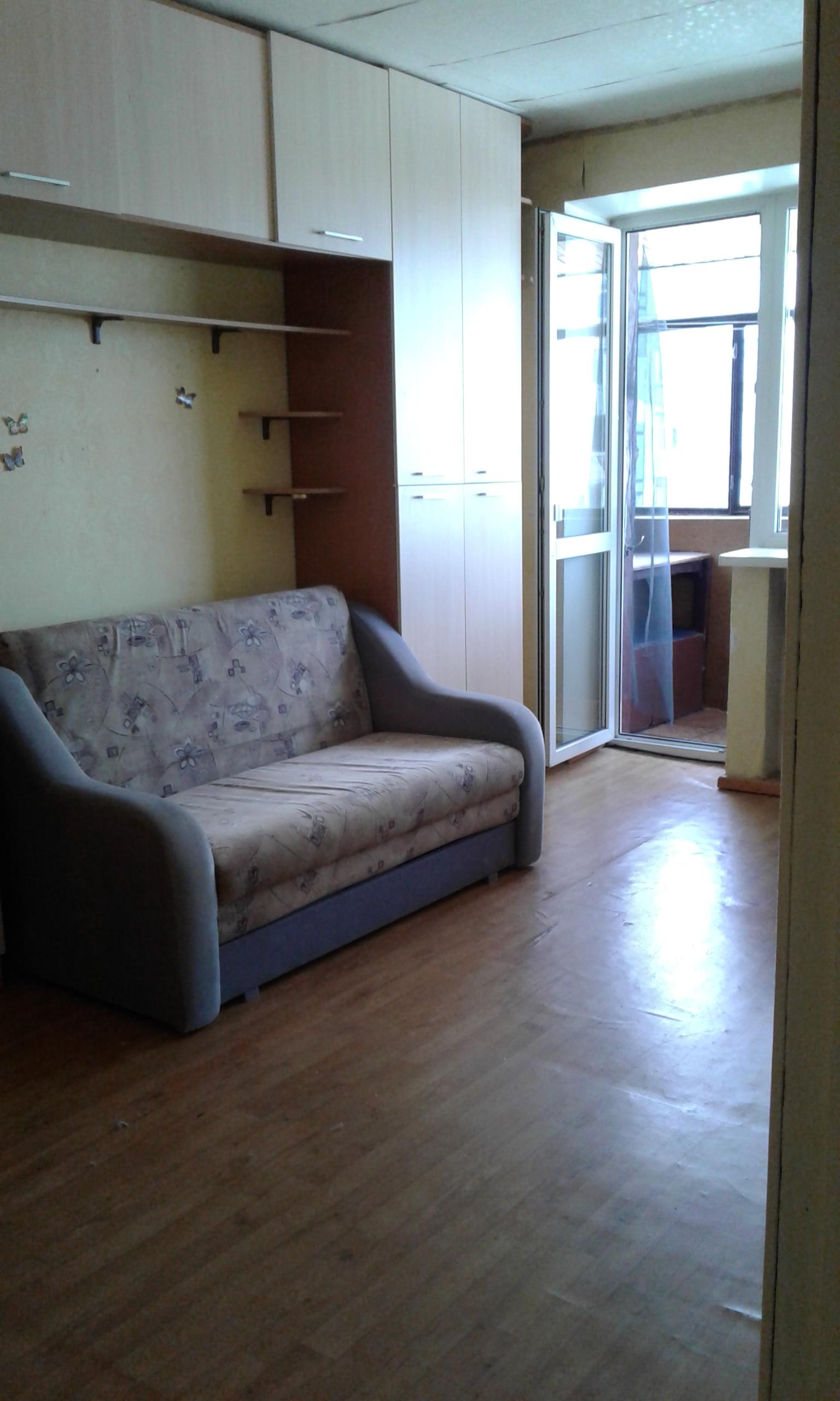 Продам 1-комнатную квартру в Приднепровске по ул. Космонавтов.