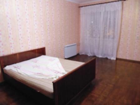 Продам 2 комн. квартиру, низ Кирова. Свой закрытый двор.
