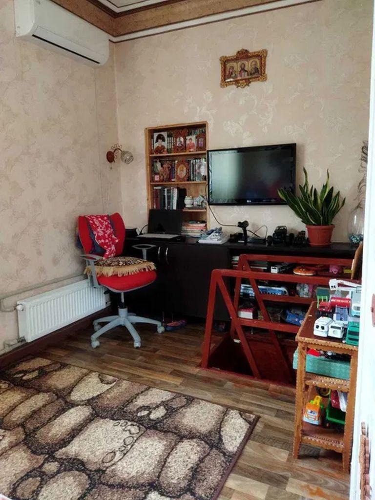 Продам 4 комнатную квартиру в центре ул. Красная